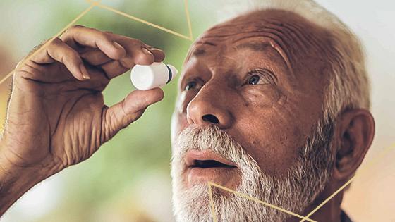 Colírio faz mal? Conheça os riscos da automedicação para os olhos